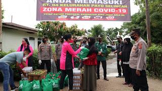 Pengurus Bhayangkari Berikan Bantuan Sosial  Warga Rt 04 Payo Selincah