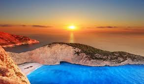 Navagio Beach – Yunani