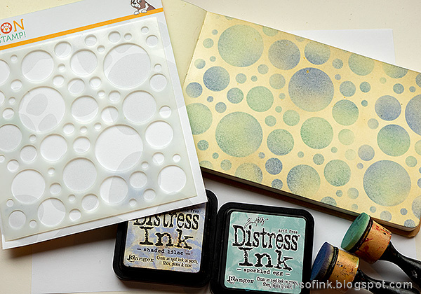 Layers of ink - Stenciled Circle Background Art Journal Tutorial by Anna-Karin Evaldsson. Ink through the Simon Says Stamp Mix and Match Circles Stencil.