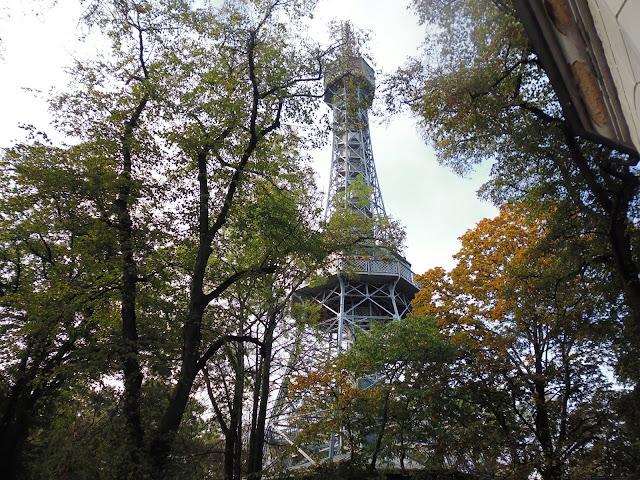 Torre Petřín (Praga) (@mibaulviajero)