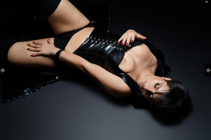 https://pvt.sexy/models/9auy-amara-noir/?click_hash=85d139ede911451.25793884&type=member