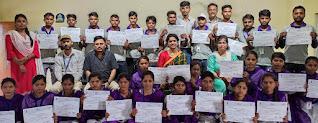 कौशल योजना के प्रशिक्षणार्थियों को दिया गया प्रमाण पत्र    #NayaSaberaNetwork