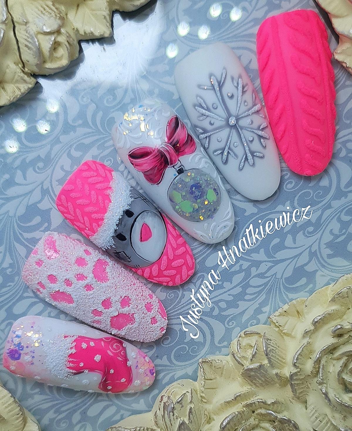 sweterek na paznokciach hybrydowych