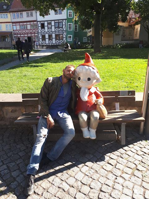 The Social Traveler & Sandmännchen aka sand man in Erfurt