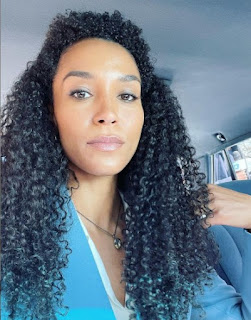 Mike's wife Brooklyn Sudano clicking selfie sitting in the car