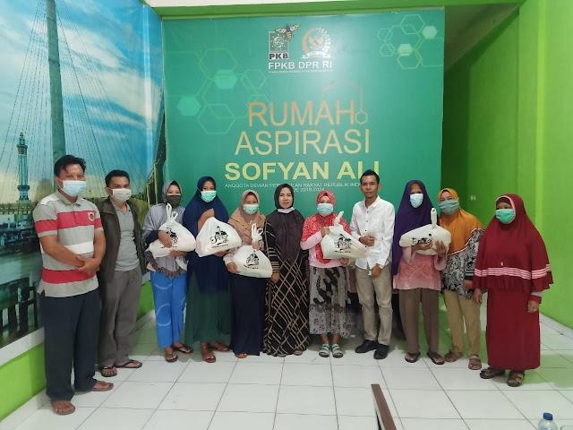 Sambut Ramadhan, Warga Jambi Terima Bantuan Sembako dari Sofyan Ali