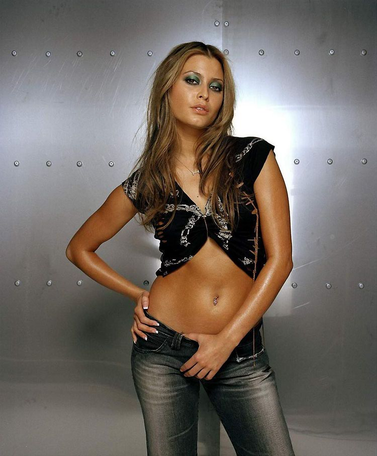 Holly Sonders Hot Pictures That Are Absolutely Must See: Holly Valance Ridiculously Hot Photoshoot Wearing Fishnet