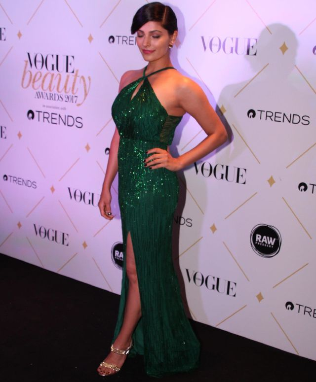 Saiyami Kher At 2017 Vogue Beauty Awards In Green Dress