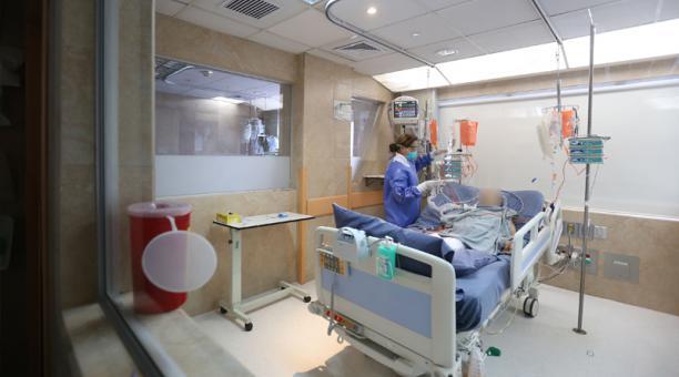 #Bogotá | Más de 146 pacientes #coronavirus estarían haciendo fila para recibir una cama en UCI. Médicos piden cuarentena estricta, aún no hay respuestas
