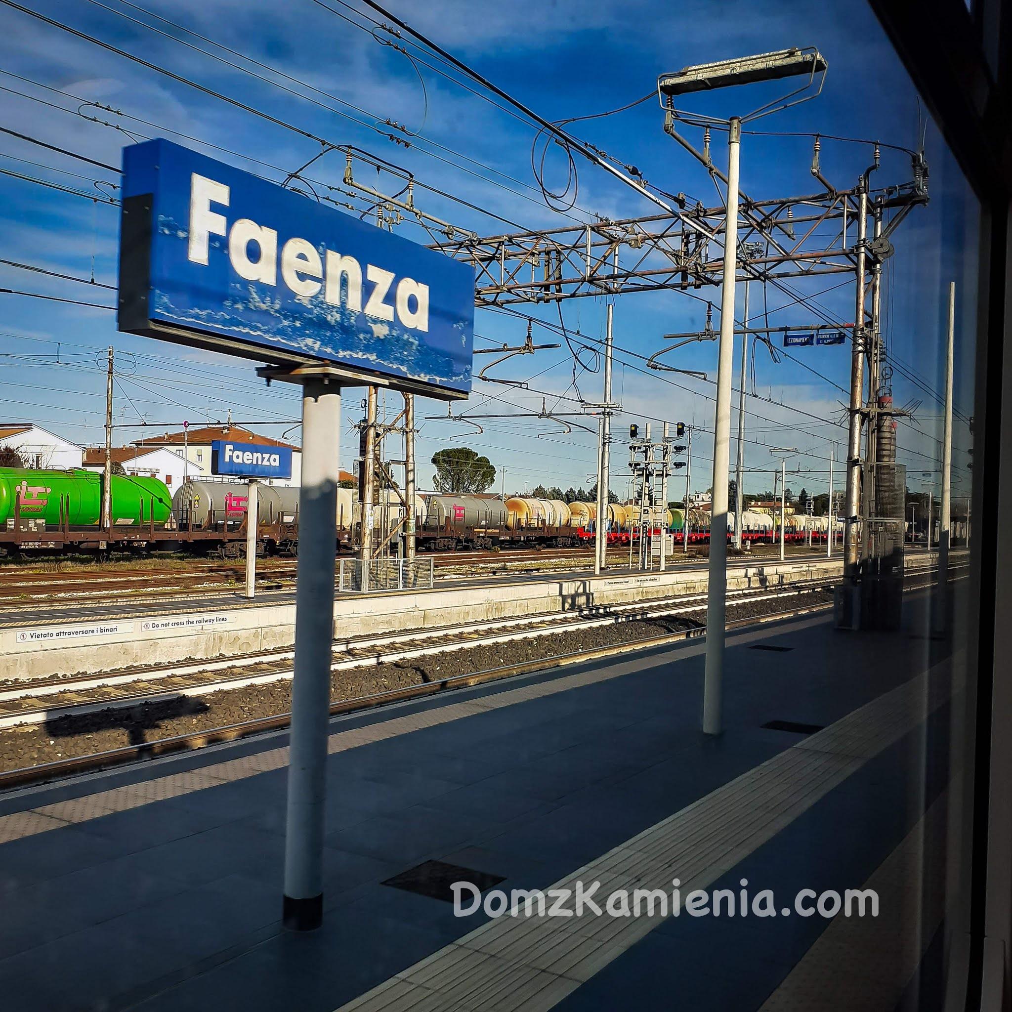 Faenza stacja - blog Dom z Kamienia