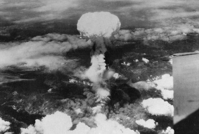 Nagasaki being atom bombing