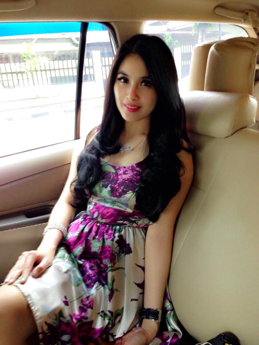 Sandra Dewi rambut hitam