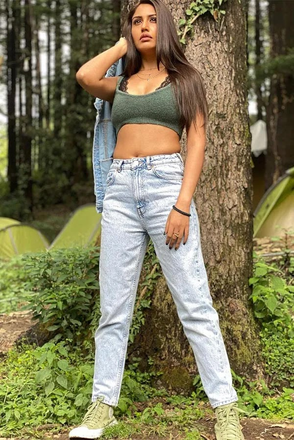 Surbhi Chandna in skimpy top and jeans is raising the heat.