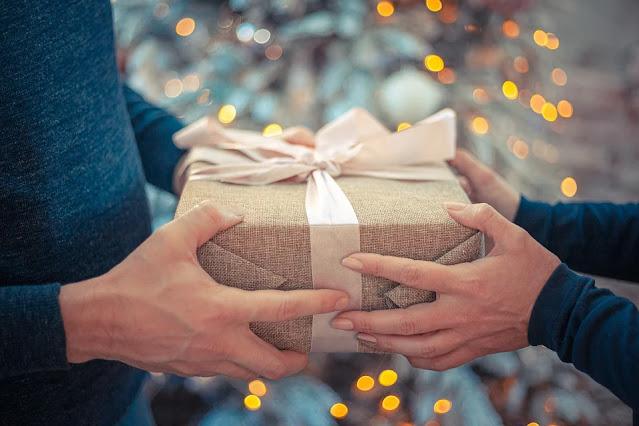 Pomysły na prezent np chrzciny, ślub, urodziny? Zakupy stacjonarne czy przez internet?