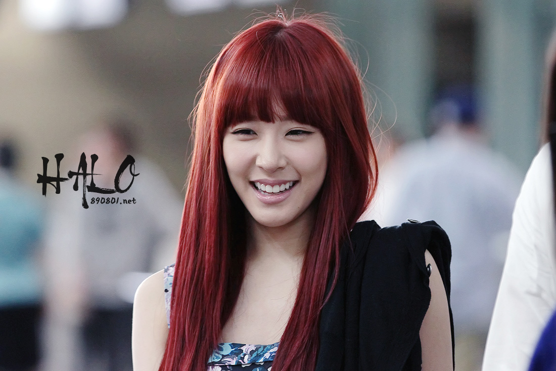 Entertainment Booth: 120518 Incheon Airport SNSD Tiffany ...