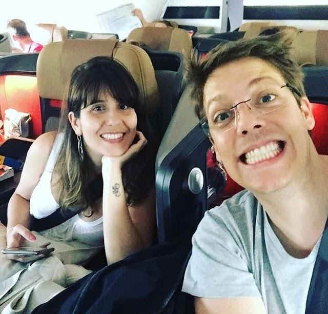 Fábio Porchat curte as férias com a namorada na Namíbia