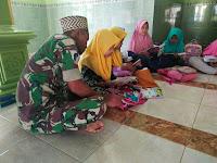 Rangkul Generasi Muda, Prajurit Armed 12/Divif 2 Kostrad Mengajar Ngaji Di LokasiTMMD Bojonegoro