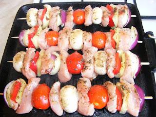 reteta frigarui de curcan la gratar retete mancare frigarui marinate cu carne si legume,