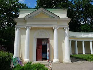 Белая Церковь. Дендропарк «Александрия». Колоннада «Эхо». Торговая лавка в ризалите