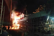 Kapal Penampung Ikan Tuna Dilahap si Jago Merah, Babinsa, Damkar serta Warga setempat Turut membantu pemadaman api