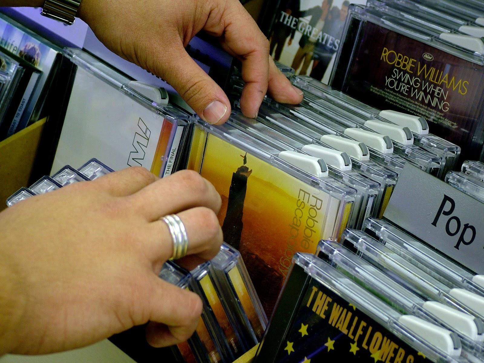 El negocio de la industria discográfica es el que ha sufrido mayores cambios con el desarrollo de Internet.
