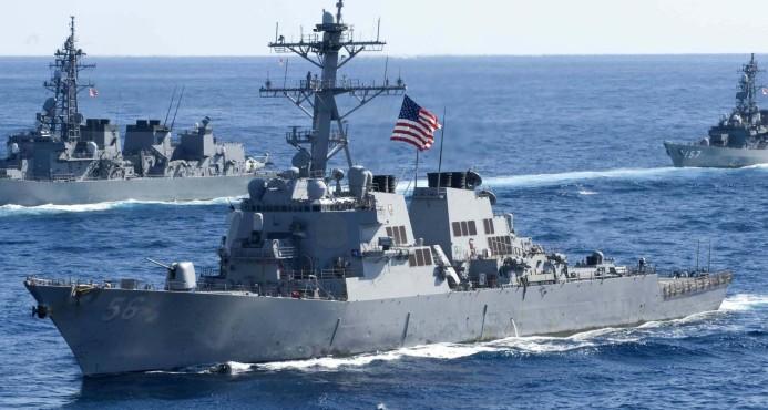 Buque destructor de EEUU colisiona con un barco mercante al este de Singapur