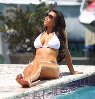 Kim Kardashian's Feet and Legs Pictures