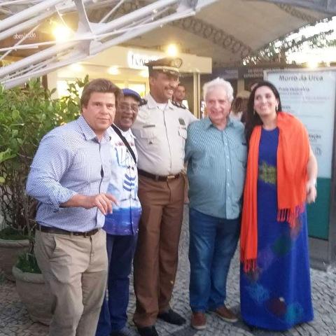 Representantes da Riotur, Portela, do Bondinho do Pão de Açúcar e da banda militar do Rio