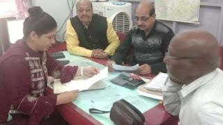 इंदौर से आए उच्च अधिकारियों ने सेवानिवृत्त कर्मचारियों की सुनी समस्याएं