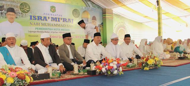 Hadiri Peringatan Isra' Mi'raj di Lapangan Merdeka, Ini Pesan Walikota Medan