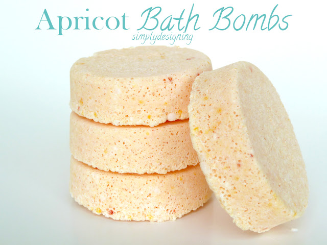 Apricot DIY Bath Bombs (aka fizzy bath bombs) - #diybeauty #diyspa #bathbombs #craft #homemade #recipe
