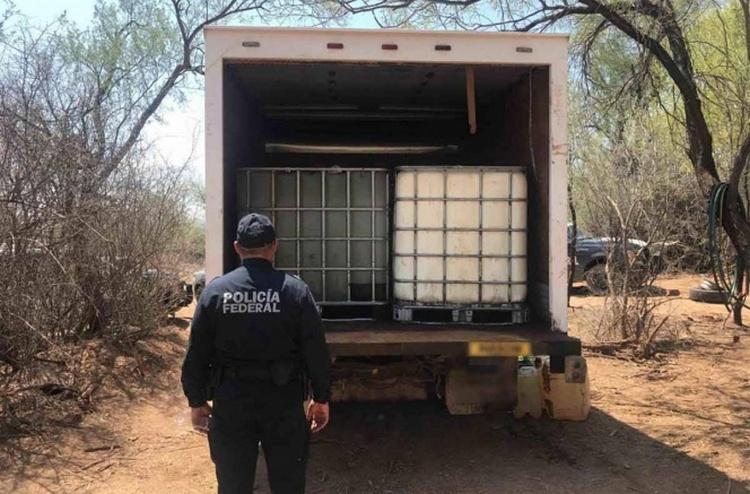 Elementos de la Policía Federal sorprenden a Huachicoleros, aseguran campamento con 46 mil lts. de huachicol en Sonora