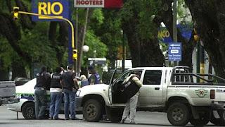 La policía se prepara durante el Robo del siglo en Argentina