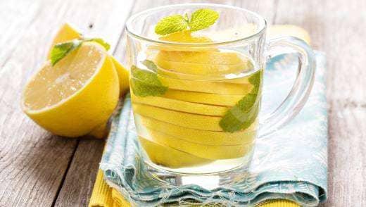 Как похудеть с помощью воды и лимона