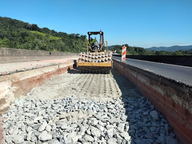 Concessionária realiza obras de reconstrução do pavimento em Miracatu na BR-116