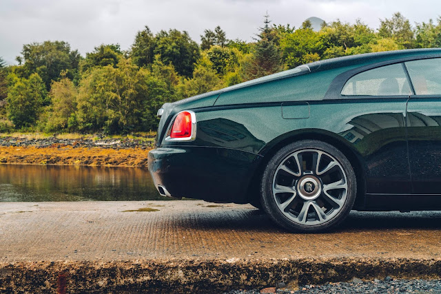 Rolls Royce volta com cerimônia de entrega de carros