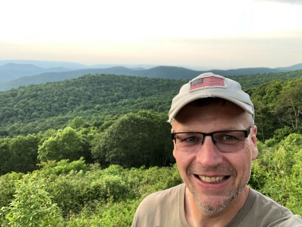 Ich bei einer Pause auf unserem Weg über den Skyline Drive in Virginia
