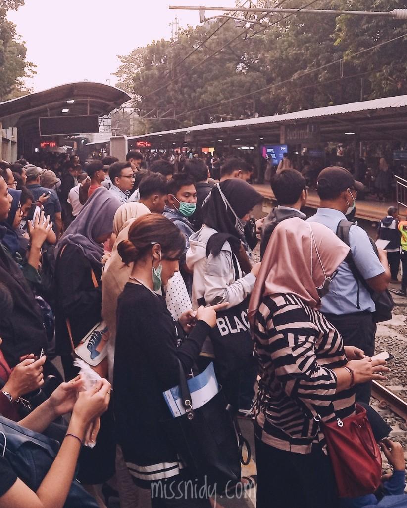 drama naik kereta di indonesia