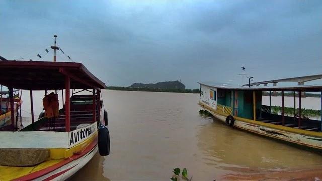 o rio São Francisco voltou a subir na região de Bom Jesus da Lapa, após as últimas chuvas.