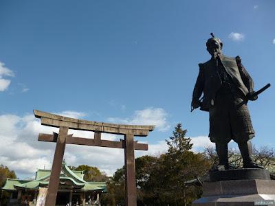 豊國神社の鳥居と秀吉