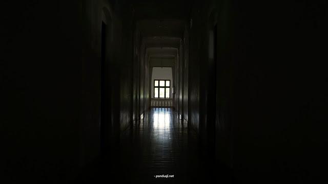 Foto  Salah satu lorong di lawang sewu