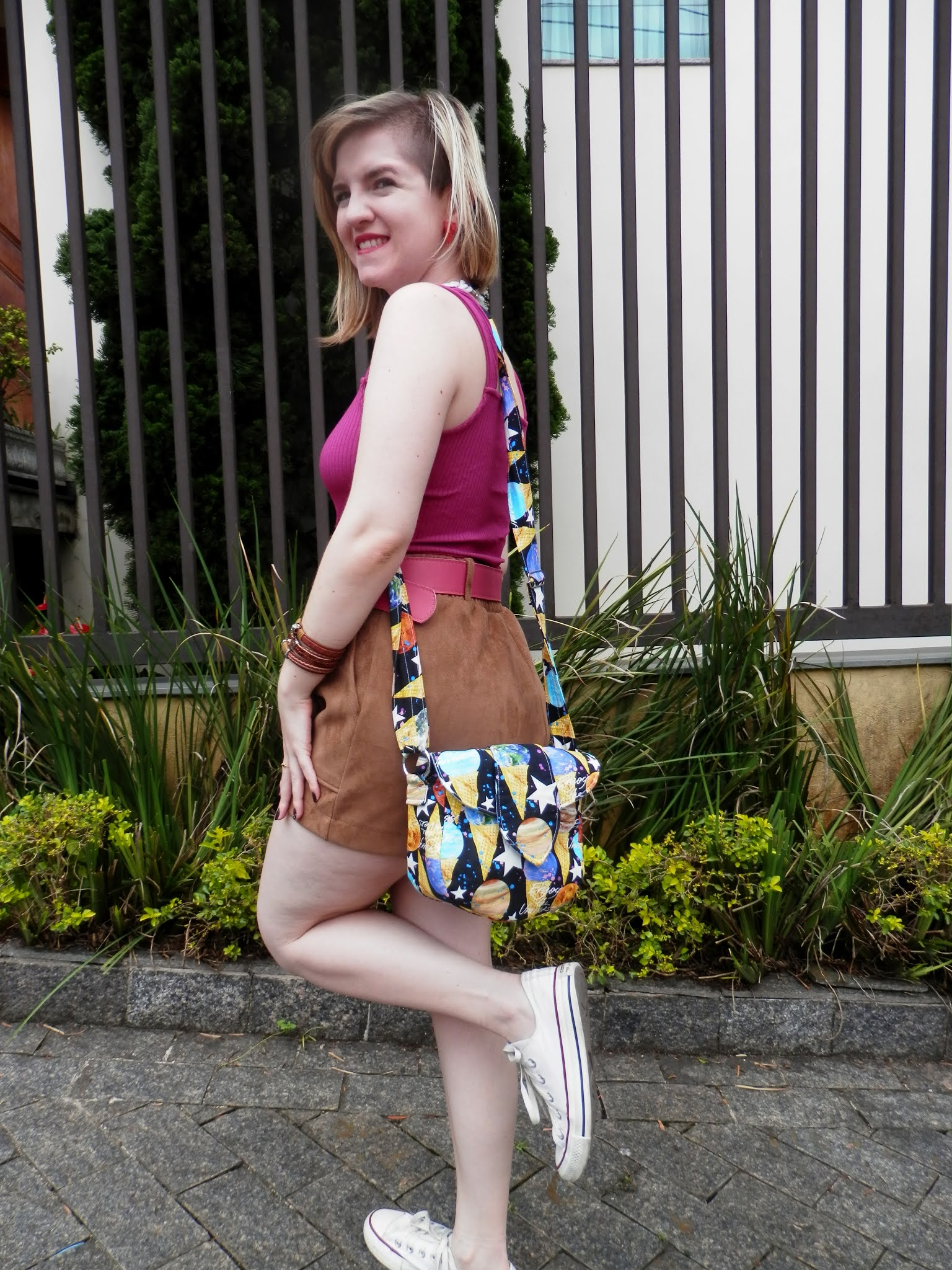 Look shorts suede com regata de alça larga