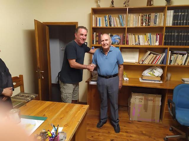 Πνευματική προσφορά του ποιητή Σπύρου Καραμούντζου στον Πολιτιστικό Σύλλογο Καρυάς Αργολίδας