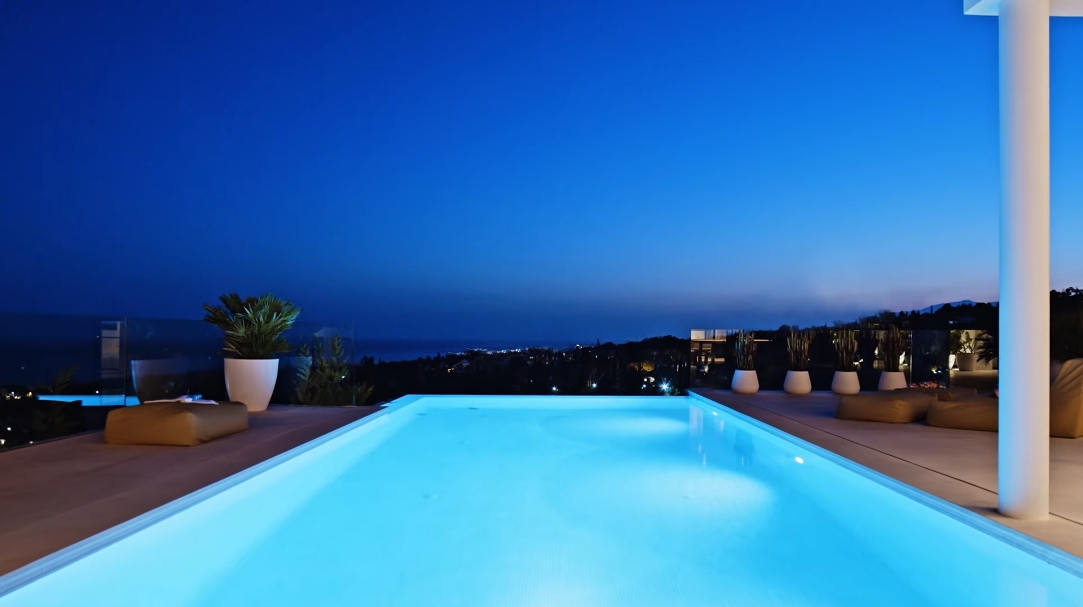 31 Interior Design Photos vs. Villa Camojan 45 Marbella, Spain Tour
