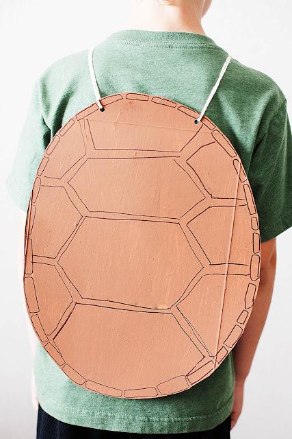 Distral de tortuga con caja de cartón