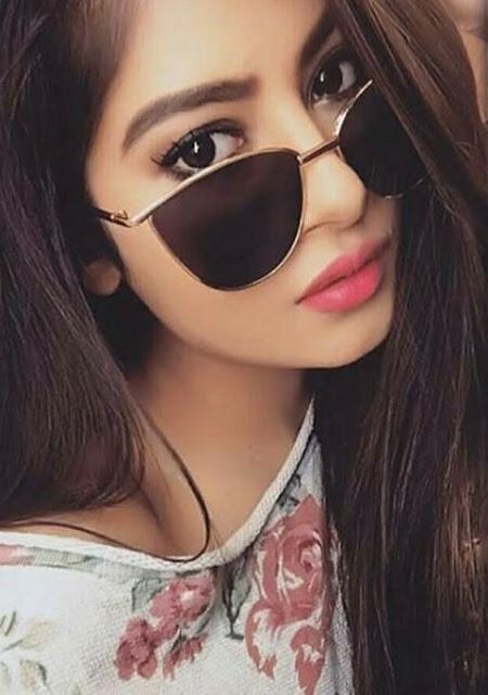 गर्ल्स की फोटो ऐनक वाली लड़की चश्मे वाली लड़की का फोटो