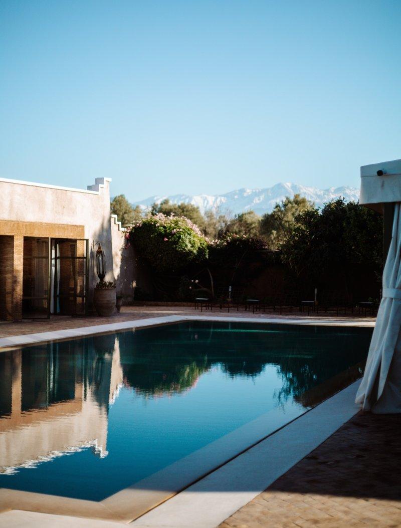 piscina con bordo a sfioro