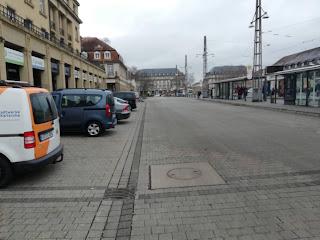 """Один из тест-центров на """"корону"""" находится в Карлсруэ напротив ж/д вокзала, на Привокзальной площади"""