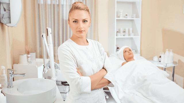 Tratamentos profissionais de cuidados com a pele para pele danificada no verão por barbies beauty bits