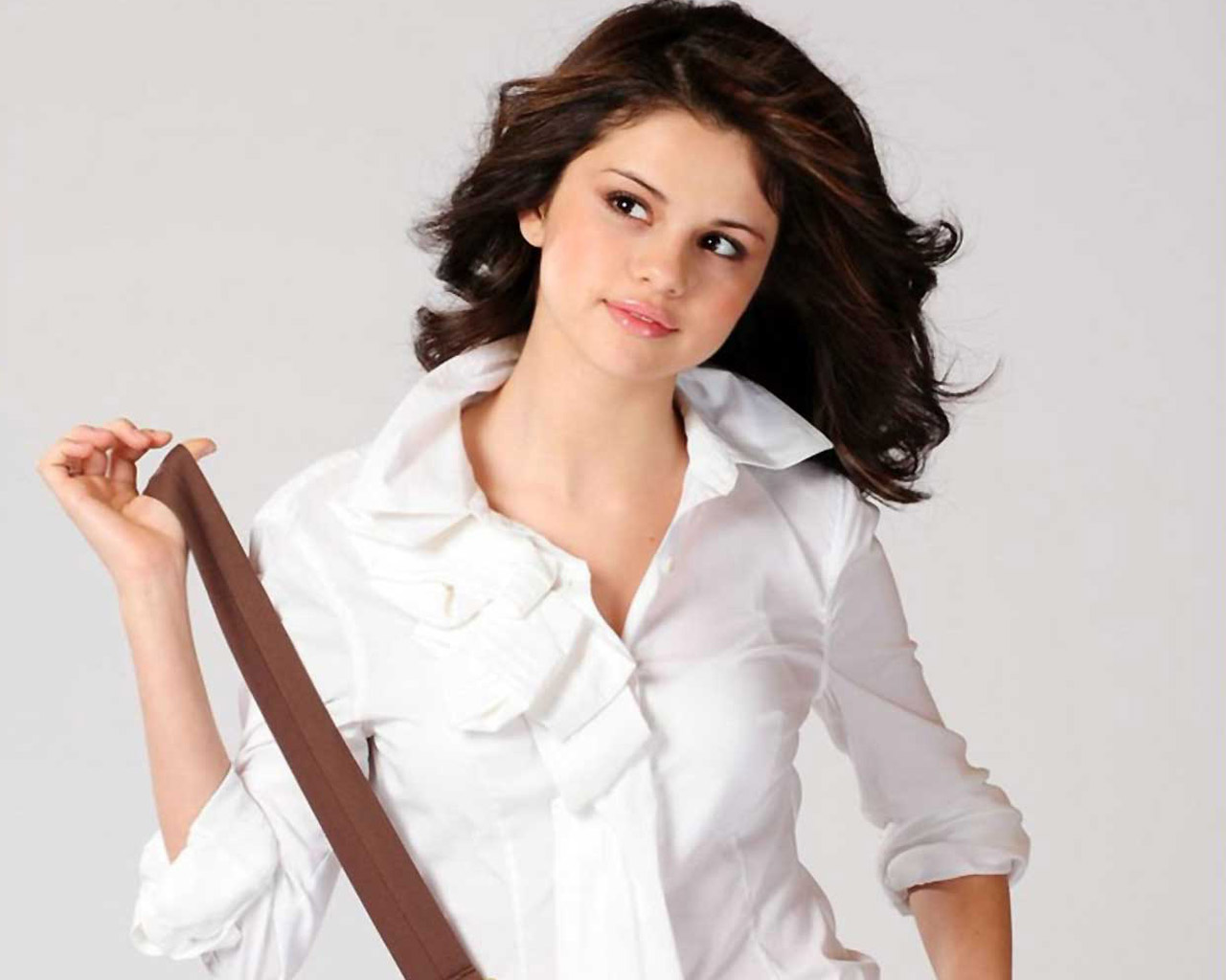 https://1.bp.blogspot.com/-Yk6DQugDLpg/TlPxwhpG0JI/AAAAAAAAAKc/6tnQXa3gf7Y/s1600/selena-gomez-free-wallpapers-download.jpg